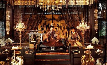 films_Hou_Hsiao_hsien_The_Assassin_La_salle_d_audience_teintes_ocre_brun_et_mordorees