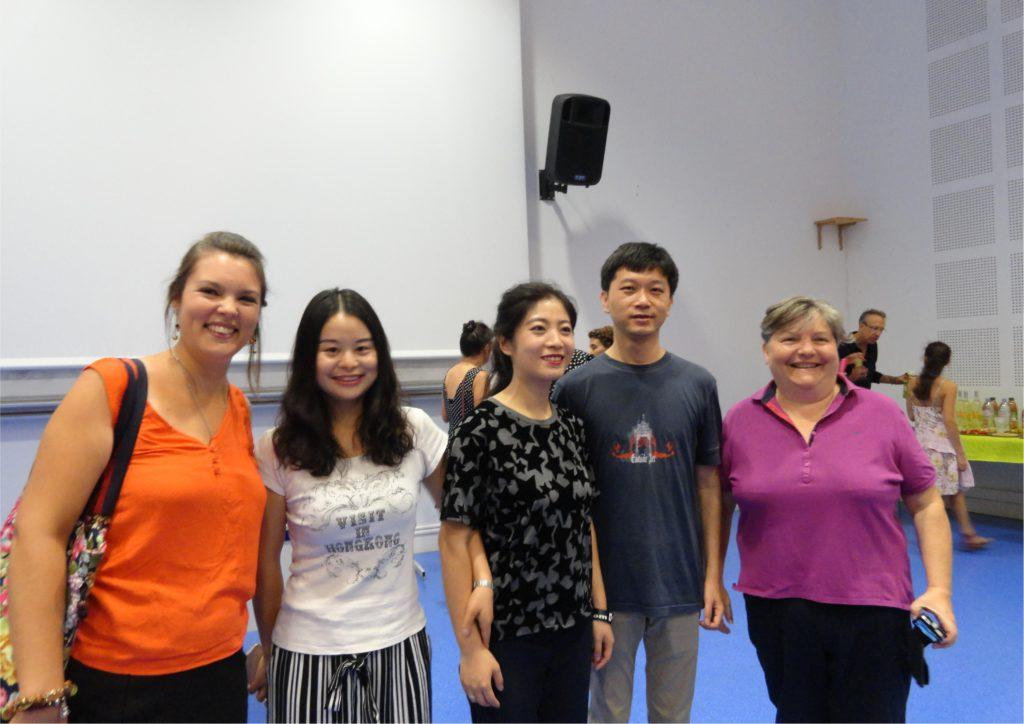 De gauche à droite: Mme Nancy Balard, Xiaofang, Qi, M. Ma Jun et Mme Carole Thouvenin