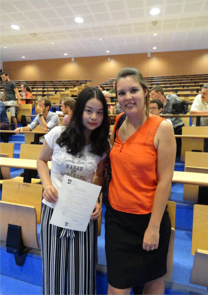 Xiaofang, de la promo 2016 du Master LEA NPI anglais-chinois, avec sa professeur Mme Nancy Balard