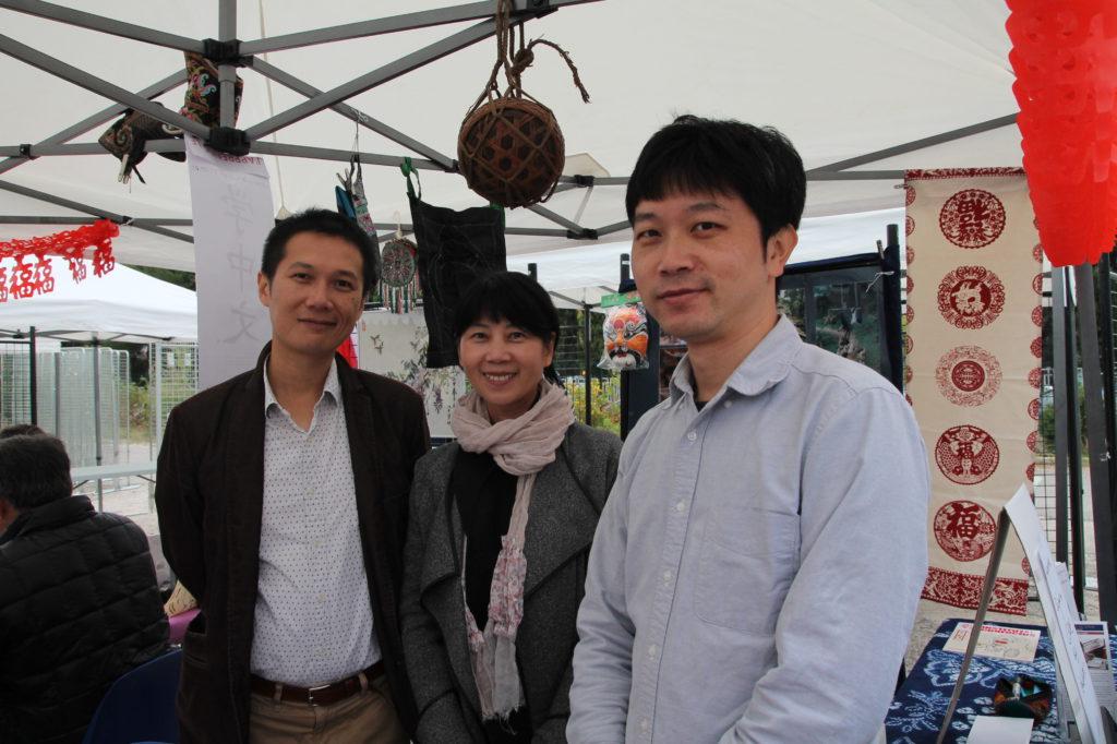 Les enseignants de chinois, animateurs d'un jour: M. Lo Shih-lung, Mme Shi Xiao et M. Ma Jun